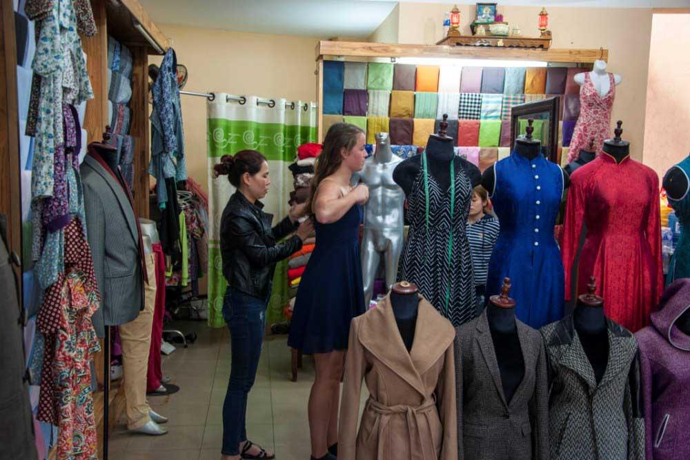 1389b1356fdaa7 Ontwerp je eigen kleding in Hoi An